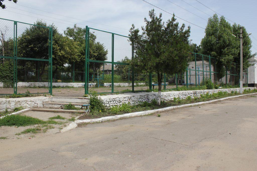 детская площадка и депутат 093