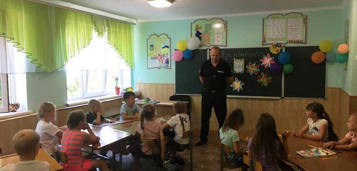 Балтські поліцейські ознайомили вихованців пришкільного табору зі своєю професією