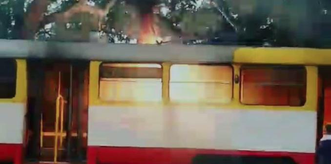 Одессит снял на видео, как горит и искрит трамвай, — ВИДЕО