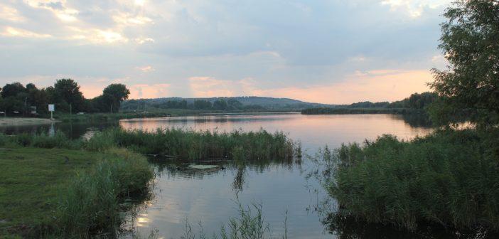 «Еще по-летнему тепло. Река Кодыма. Вечер.»