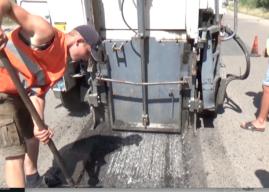Ямочный ремонт на улице Любомирской (видео)